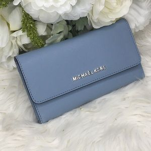 Last one✨Michael Kors jet set Large trifold wallet
